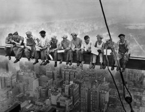 charles clyde ebbets - lunch atop a skyscraper 1932 photography newsletter art vient a vous 6