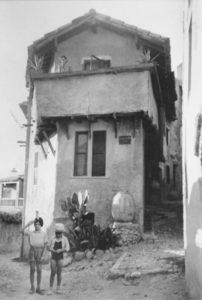 marie raymond - maison haut cagnes sur mer ca 1943